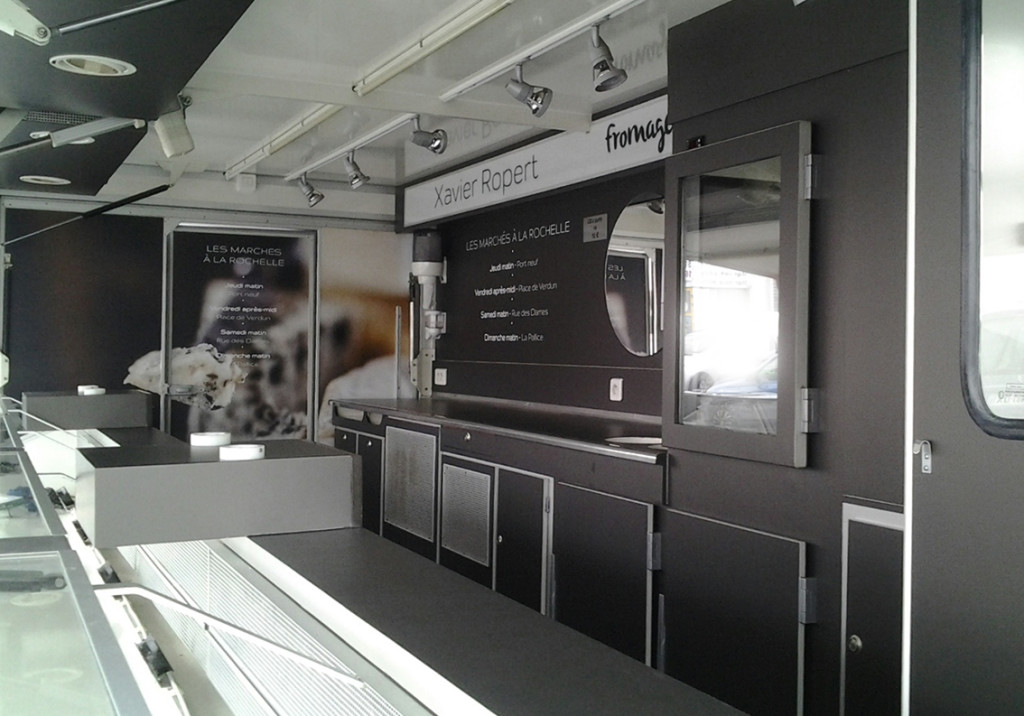 CAMION FROMAGER INTERIEUR